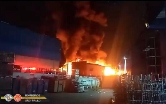 Incêndio em fábrica de plástico de São Bernardo do Campo