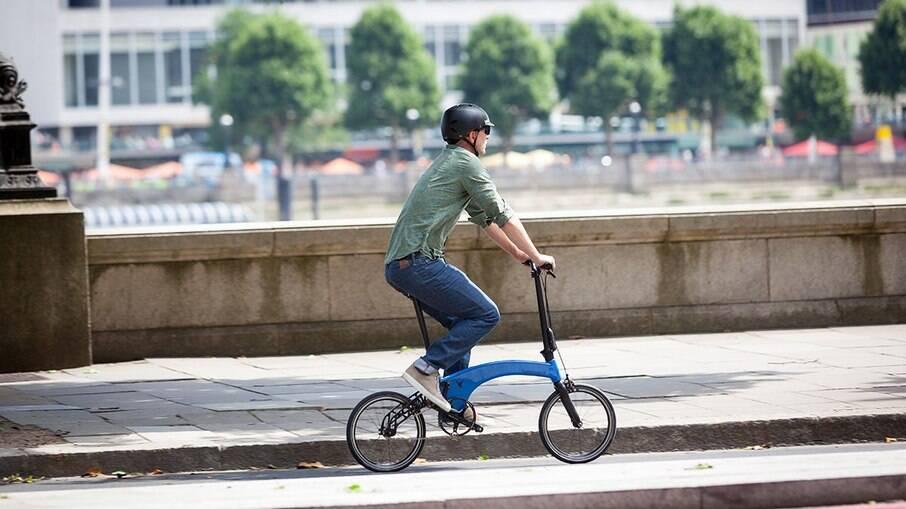 Bicicleta elétrica Electric Gen 2.0 pesar só 10 kg e pode ser dobrada e carregada em transportes públicos.
