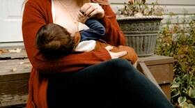 Leite de mães vacinadas tem anticorpos contra a Covid-19, indica estudo