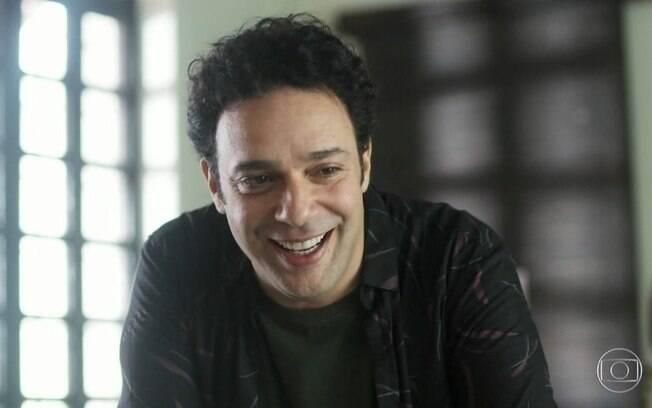 Abner (Marcelo Médici) vive implicando com Sara (Verônica Debom)