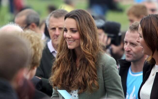 Kate Middleton conversou com as pessoas que estavam presentes