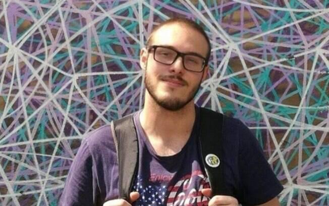 Jovem de 22 morreu após encostar-se a um poste e ser atingido por um choque elétrico durante o carnaval