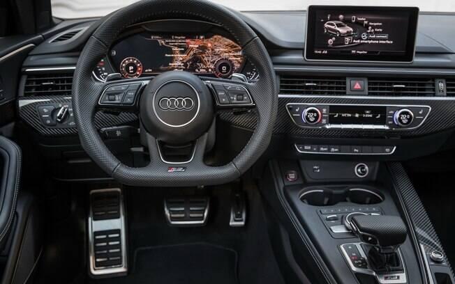 Audi RS4 vem com cluster totalmente digital e configurável, além de alta dose de sofisticação