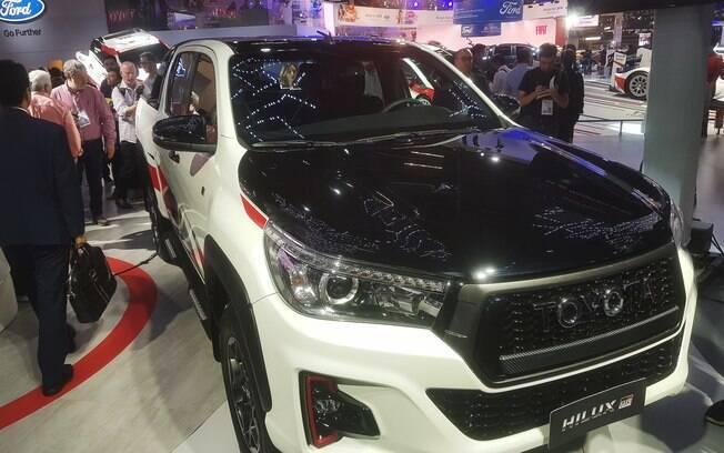 Apenas 420 unidades da Hilux GSR serão produzidas. Uma delas está sendo mostrada no Salão do Automóvel 2018