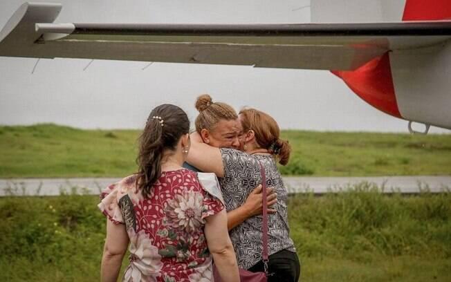 No quartel dos Bombeiros em Santana, um centro de acolhimento recebe parentes de vítimas