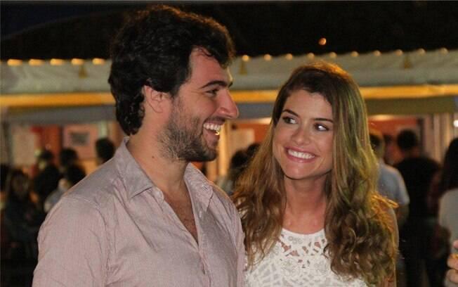 O casal Alinne Moraes e Felipe Simão