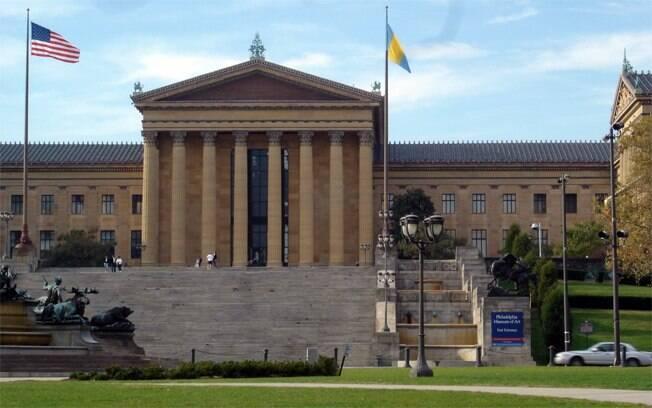 Muitos turistas se divertem imitando o Rocky nas escadarias do museu