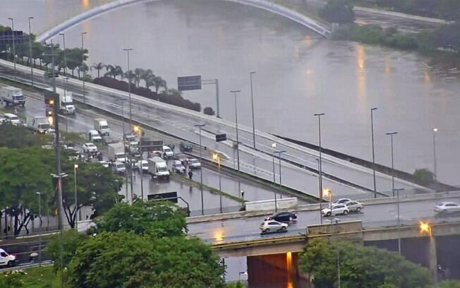 Forte chuva atingiu a cidade de São Paulo