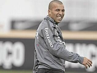 Atacante foi especulado no Flamengo, Santos e Vasco, mas deve ficar no Corinthians