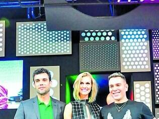 Adriano, Renata e Matheus são os apresentadores do programa