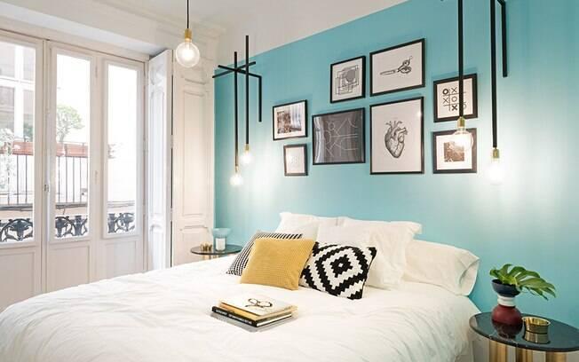 A simples escolha da cor certa, com quadros e luminárias diferentes, dão o tom de personalidade