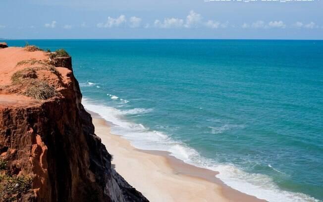 Pipa é para quem quer relaxar na areia, surfar e experimentar novos sabores da culinária local