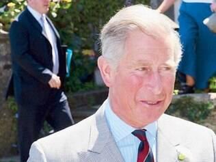 Biografia diz que príncipe Charles quase cancelou casamento com Diana