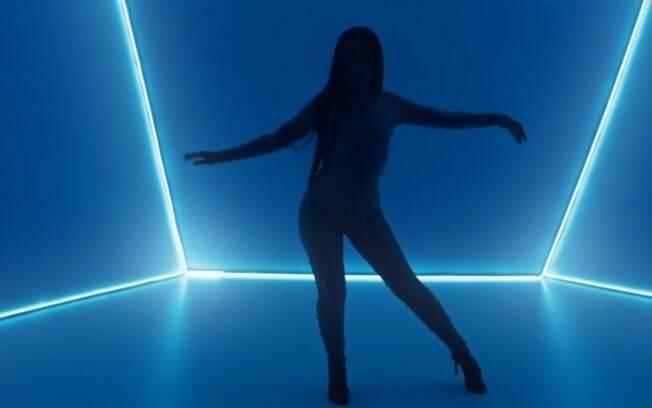 No final, Wanessa Camargo sensualiza mostrando muito rebolado