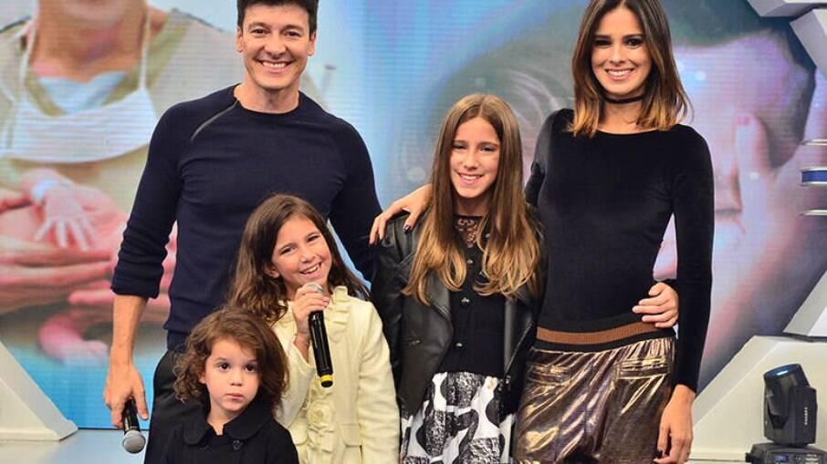 Vera Viel, esposa de Rodrigo Faro, e filhas do casal também testam positivo para Covid