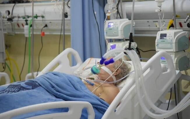 Hospitais particulares com UTIs lotadas solicitam leitos ao sistema público
