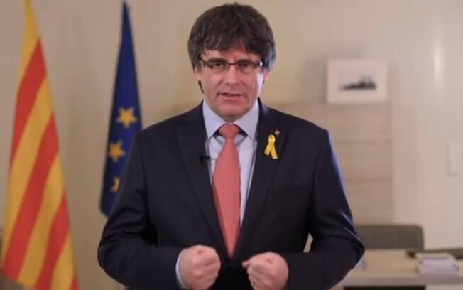 Puigdemont afirmou que deixaria de tentar a liderança da Catalunha em um vídeo gravado em Bruxelas, onde está exilado
