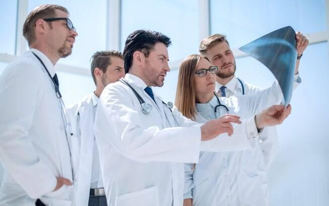 Exame de proficiência em medicina ainda não é obrigatório no Brasil, mas algumas entidades aplicam suas versões da prova