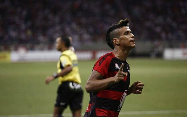 Vander, formado nas categorias de base do  Bahia, fez o quarto gol do Vitória na goleada