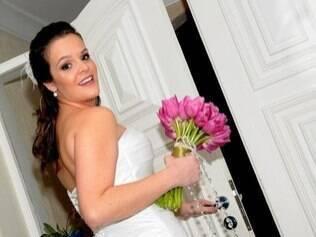 Ana Soler saindo de casa para a igreja: noiva pegou 'bode' só de procurar um salão