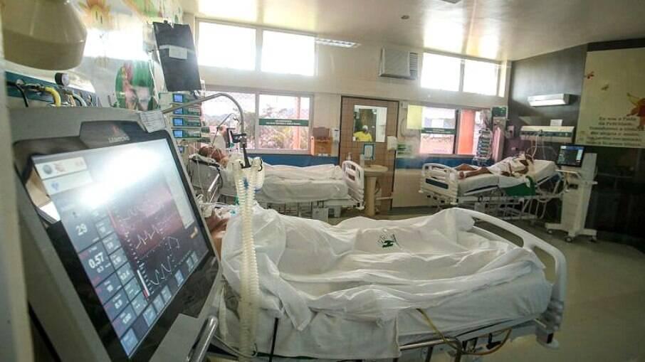 Nesta quinta-feira (25), a unidade de saúde suspendeu o atendimento na UTI e solicitou a transferência de 60 pacientes com intubação orotraqueal
