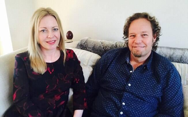 Nina Howell e Charl Chapman aprovam procedimento com sangue nas partes íntimas