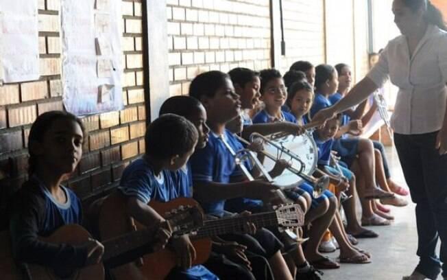 Estudantes brasileiros saem do ensino fundamental com um desempenho pior do que quando entraram