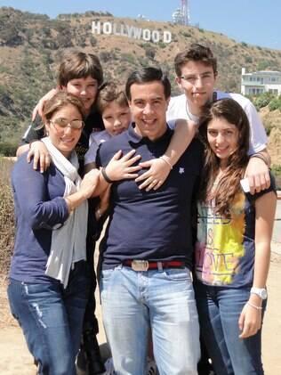 Roberto viajou para Los Angeles com a esposa e os quatro filhos. Todos aproveitaram para estudar