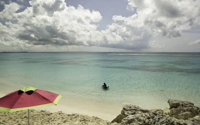 Grace Bay é tomada por resorts, mas não-hóspedes podem frequentá-la
