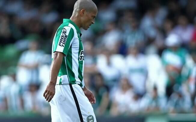 Meia Alex fez nos acréscimos o gol da vitória  por 3 a 2 do Coritiba em cima do Arapongas