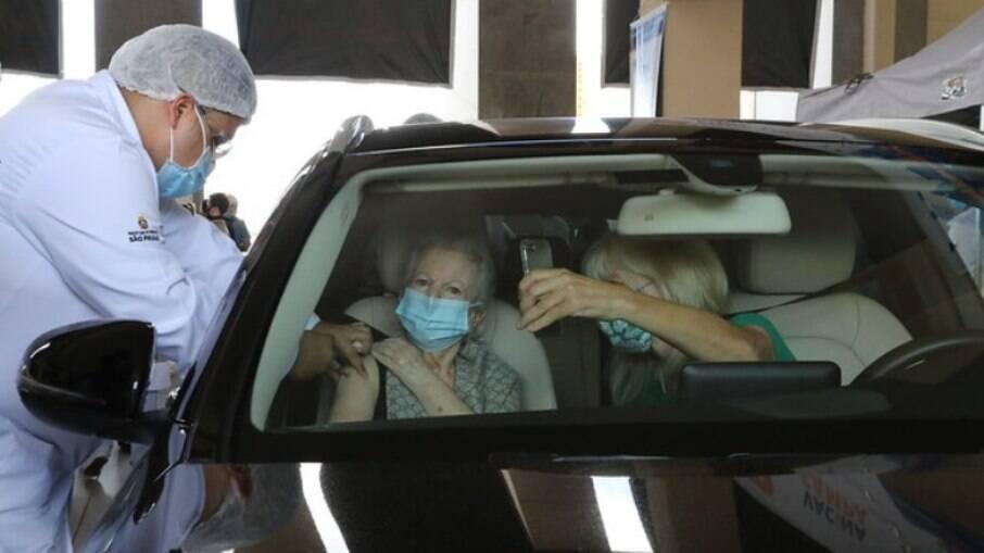 São Paulo começa a vacinar idosos com mais de 80 anos