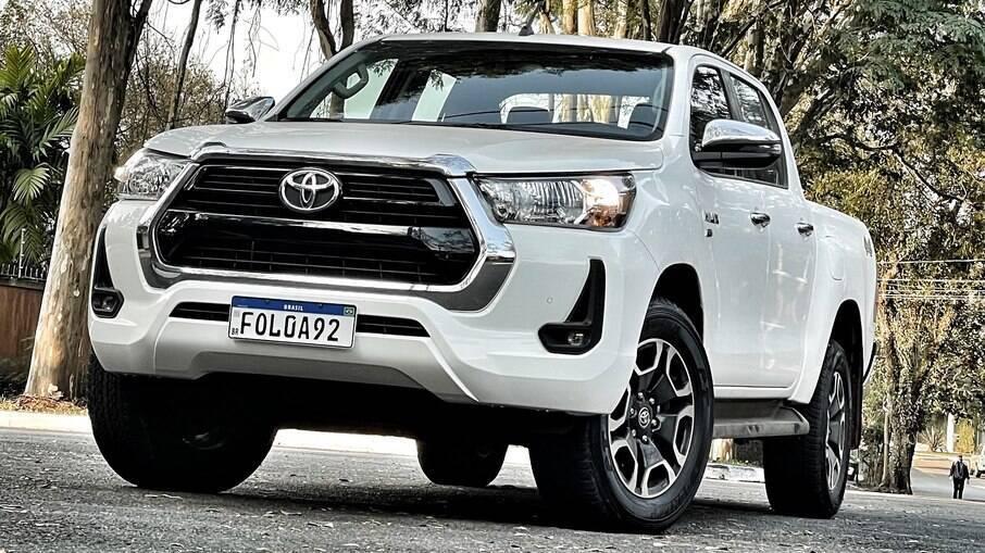Toyota Hilux SR-V Flex: versão intermediária se mostra silenciosa e valente, mas tem preço sugerido de R$ 204.090