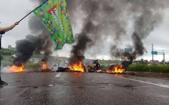 Diversas estradas pelo Brasil foram interrompida pelos protestantes contra a saída de Dilma Rousseff. Foto: Frente Brasil Popular/Divulgação - 10.05.16