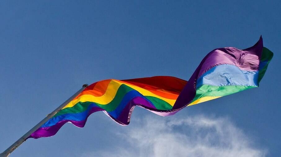 Saiba como abordar temas sobre sexualidade e configurações familiares diversas com seu filho