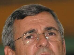 Carlaile Pedrosa (PSDB), com as exonerações desta semana, decidiu afastar seu vice, Waldir Teixeira (PV), de todas as decisões da prefeitura