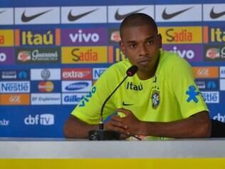 Fernandinho está de olho em uma vaga entre os titulares de Felipão