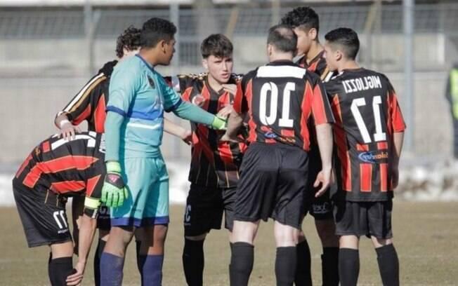 No futebol europeu, na Itália, o Pro Piacenza escalou só 7 jogadores e levou de 20 a 0