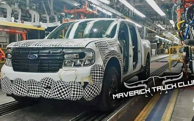 Ford Maverick aparece na linha de montagem no México antes da estreia. Apesar de menor que a Ranger, a picape transmite ideia de robustez