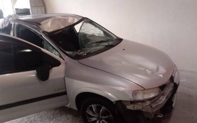 Carro de homem que atropelou três policiais do GATE ficou com a frente destruída; ele estava embriagado
