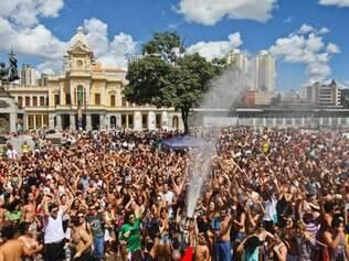 Movimento Praia da Estação e encontro dos blocos de carnaval
