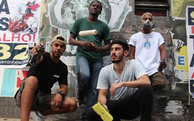 Sonhos da Rua é uma intervenção na qual as pessoas escrevem juntas por meio do lambe lambe e do grafite