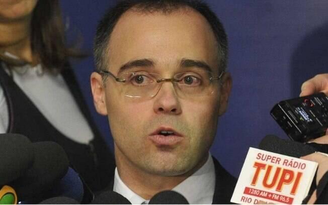 Decisão da AGU, comandada por André Luiz de Almeida Mendonça, visa acelerar a entrada de recursos nos cofres do INSS
