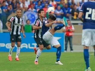 Cruzeiro e Atlético travaram duelo disputado, mas com limitações técnicas no Mineirão