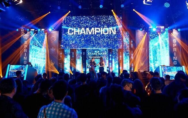 Por fim, você pode passar o Dia do Orgulho Geek aproveitando conteúdo de e-sports com o app do StarCraft WCS