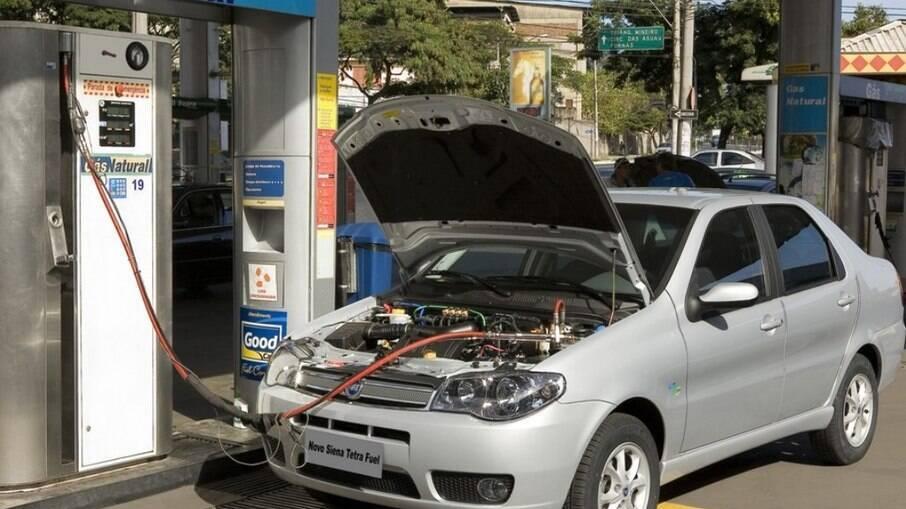 Carros com GNV podem ser até 50% mais econômicos que modelos flex ou movidos a gasolina