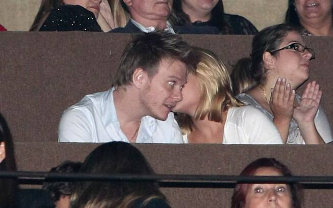 Os dois mostraram intimidade durante a apresentação