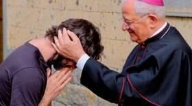 Padre anuncia estar apaixonado durante missa