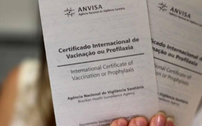 Para conseguir o certificado, o viajante precisará tomar a dose padrão da vacina contra febre amarela