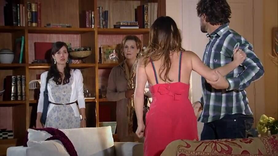 Manu flagra Ana e Rodrigo aos beijos, em A Vida da Gente