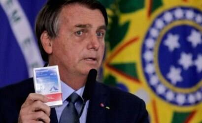 """Bolsonaro cita 500 mil mortes e elogia """"tratamento precoce"""""""